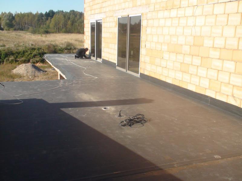 Terasa Kėdainiuose. 2009 m. 67 m2 EPDM klijuojama sistema